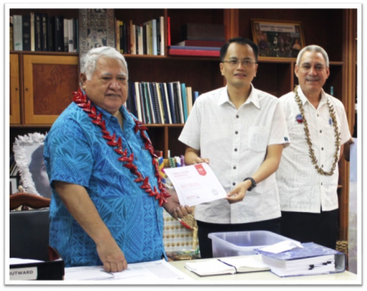 Dr. Marcus Lee, CEO of Welcome China, presenting China Visitor Accredited to Prime Minister of Samoa, witness by Samoa Airport Authority Chairman, Va'atu'itu'i Apete Meredith.