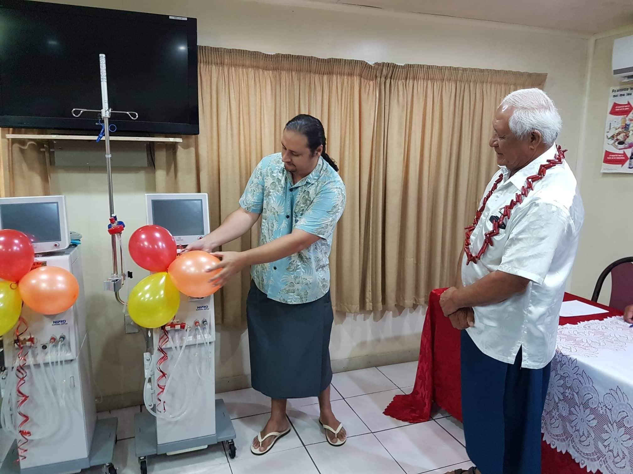 Savave Sapolu President of the Apia Rotary Club with the Minister of Health Tuitama Dr. Leao Talalelei Tuitama