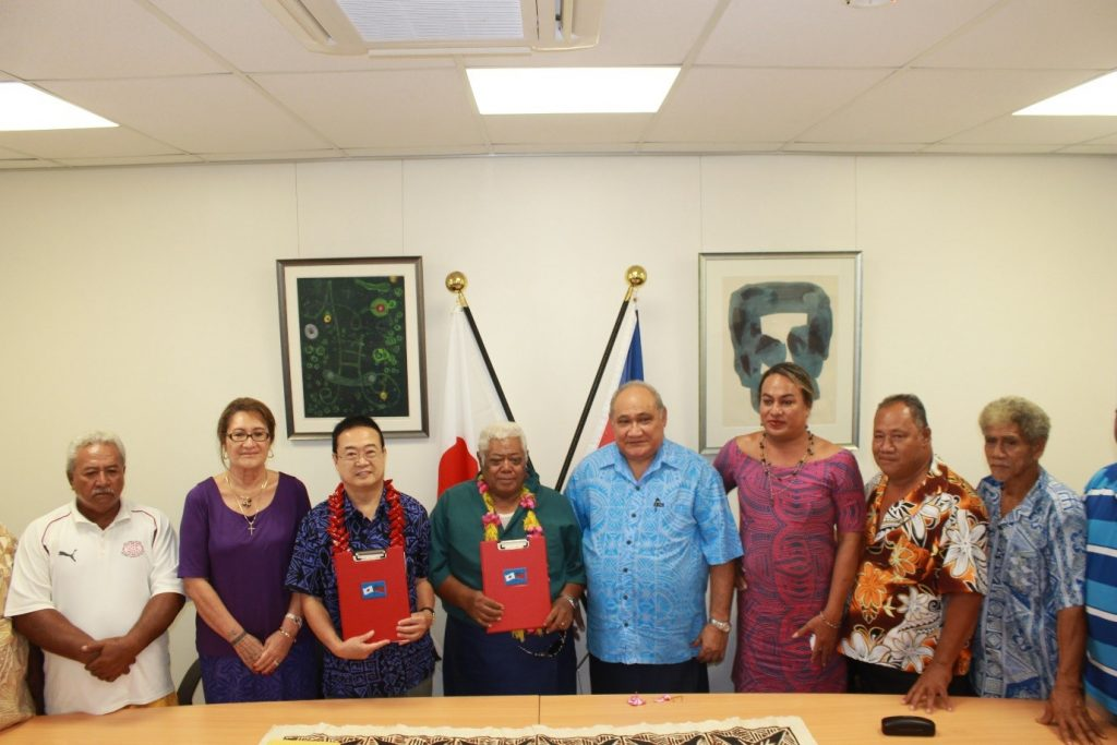 THANK YOU JAPAN: H.E. Maugaoleatuolo Shinya Aoki with the President of Lona Primary School committee Logotaeao Siitia (centre) flanked by the MP for Vaa Fonoti and Minister for Revenue and Prisons and members of the school committee