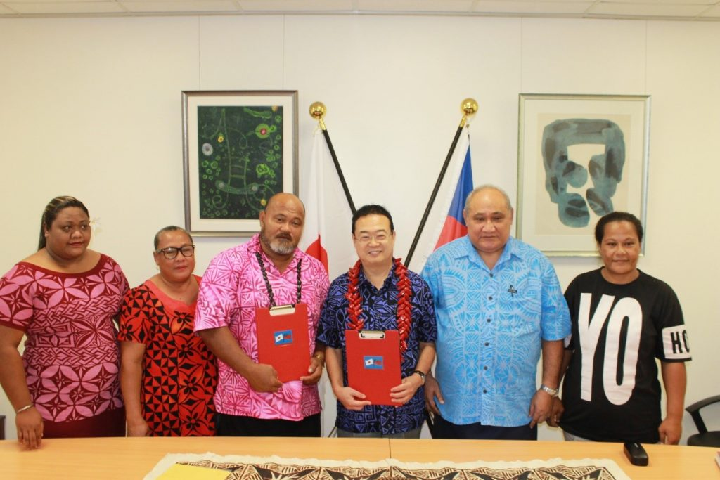SPECIAL MOMENT: Ambassador Extraordinary and Plenipotentiary of Japan to Samoa, H.E. Maugaoleatuolo Shinya Aoki with the Chairman of the Taelefaga Primary School committee, Satu'u Fata Fiafia (centre) flanked by the MP for Va'a Fonoti constituency and Minister for Revenue and Prisons and members of the school committee.