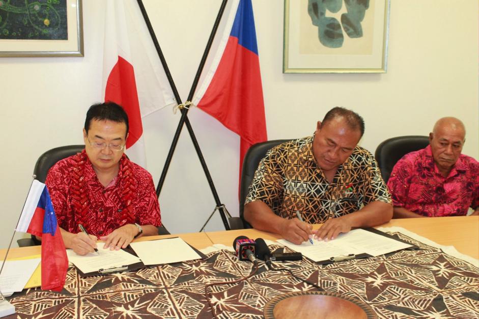 DEAL ACCOMPLISHED: Ambassador Extraordinary and Plenipotentiary of Japan to Samoa, H.E. Maugaoleatuolo Shinya Aoki and the Chairman of the school committee and MP for Aiga ile Tai constituency, Hon. Mulipola Leiataualetaua Laki Misikei signing the grant contract.