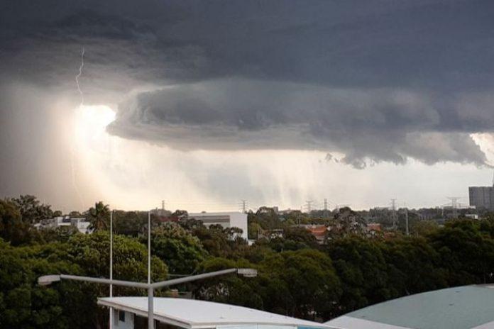 PHOTO: Lightning strikes near Homebush. (Twitter: Daisy De Windt)