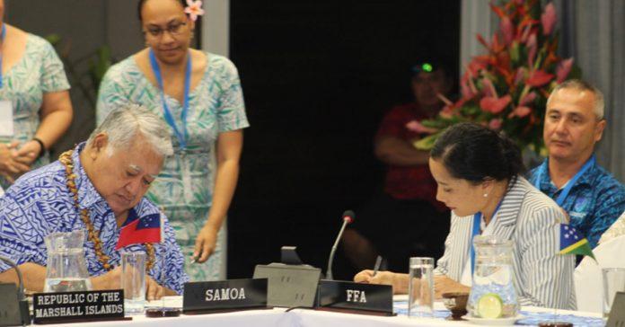 Hon. Prime Minister of Samoa, Tuilaepa Aiono Sailele Malielegaoi and FFA Director General, Dr Manu Tupou-Roosen signing a Memorandum of Understanding (MoU) to formalise Samoa's support for the FFA's Aerial Surveillance Program.