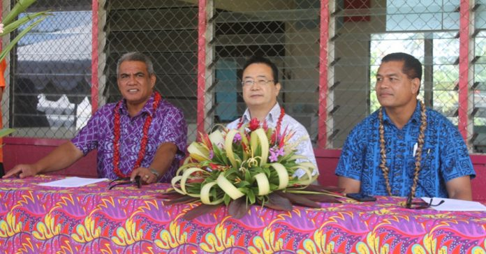 CONTINUED FRIENDSHIP AND PARTNERSHIP: (l-r) Minister of Education, Sports and Culture, Hon. Loau Solamalemalo Keneti Sio, Ambassador of Japan to Samoa, H.E. Maugaoleatuolo Shinya Aoki and Minister of Communications, Information and Technology and President of Faleatiu Primary School committee, Hon. Afamasaga Lepuia'i Rico Tupai.