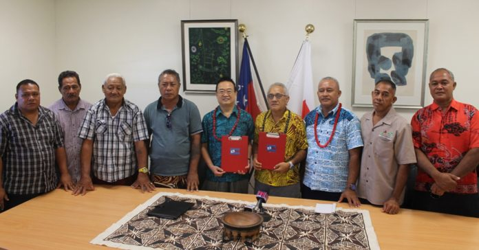 SPECIAL MOMENT: His Excellency, Maugaoleatuolo Shinya Aoki and Hon. Tuifa'asisina Misa Risati Leleisi'uao (centre) flanked by members of the school committee.