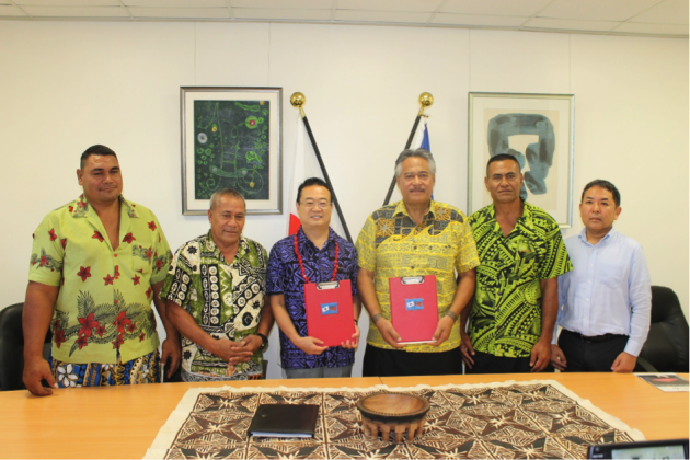CONGRATULATIONS: His Excellency Maugaoleatuolo Shinya Aoki and Member of Parliament for Vaisigano No. 2 Tapulesatele Mauteni Tamasone Metuli II Esera (centre) is flanked by members of the school committee and Counsellor of the Embassy of Japan, Isao Kishi.
