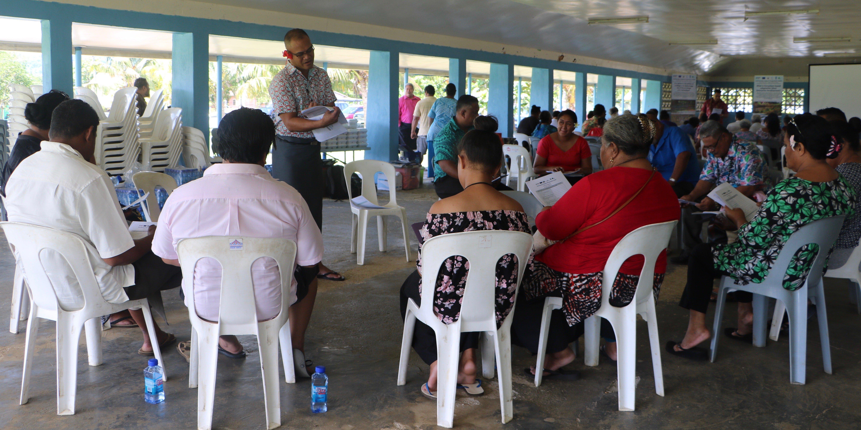Senele Tualaulelei of SBEC going through the application form with community members from Faatoia, Lealata, Vini Fou, Levili, Aai o Niue and Maluafou at today's workshop at the Falefitu Primary School hall. Photo: UNDP/Samoa
